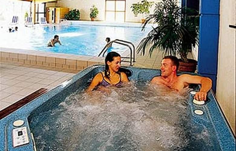 Best Western Le Relais De Laguiole - Pool - 2