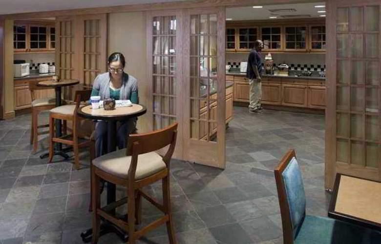 Hampton Inn & Suites Pueblo-Southgate - Hotel - 9