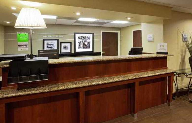 Hampton Inn Seattle Airport - Hotel - 1