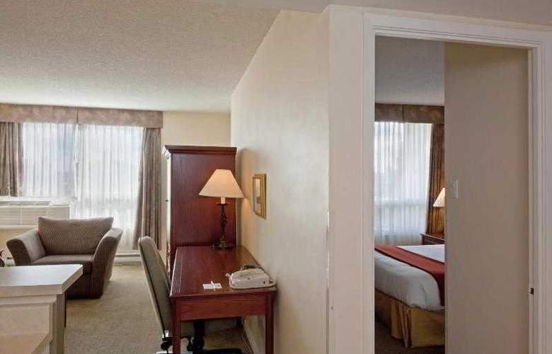 Faubourg Montréal - Room - 8