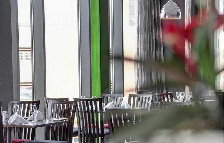 Clayton Cardiff - Restaurant - 68