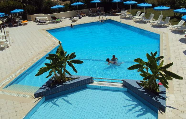 Iris Hotel - Pool - 0