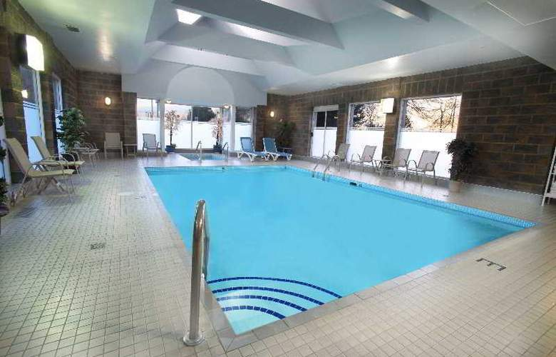 Travelodge Hotel Vancouver Airport - Pool - 4