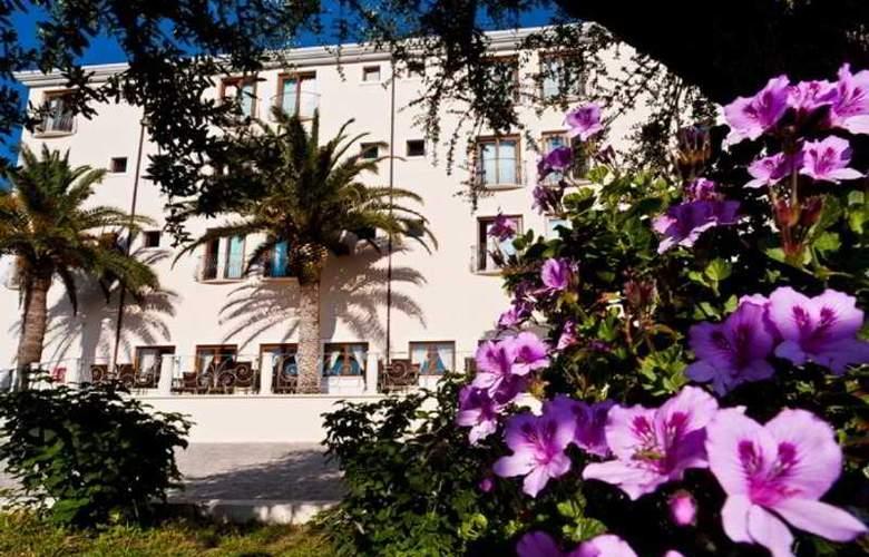 Brancamaria - Hotel - 0