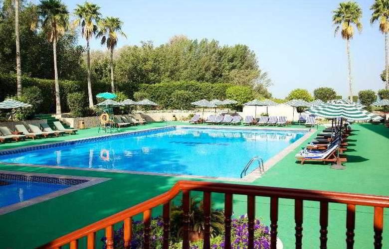 Bin Majid Beach Hotel - Pool - 10