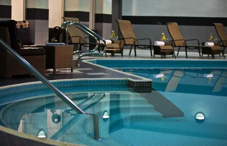 Toronto Marriott City Centre - Pool - 2