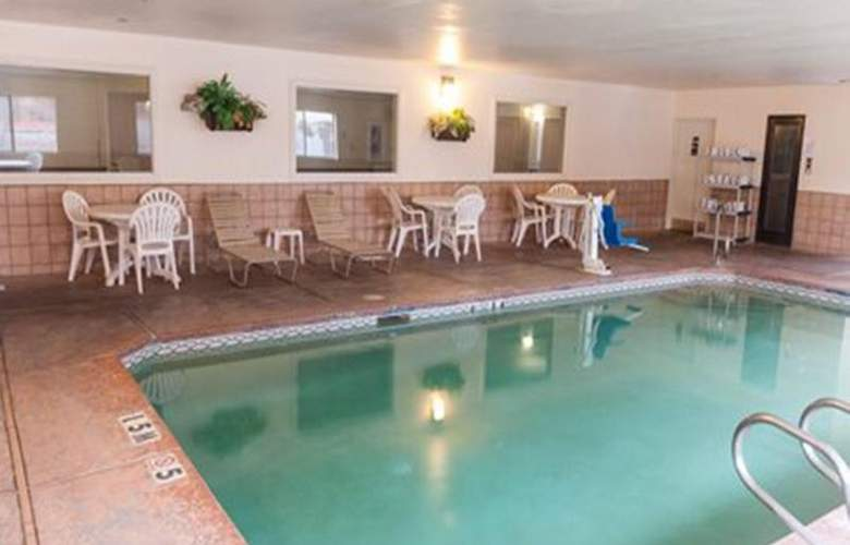 Quality Suites Albuquerque - Pool - 21