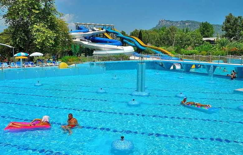 Daima Resort - Pool - 12