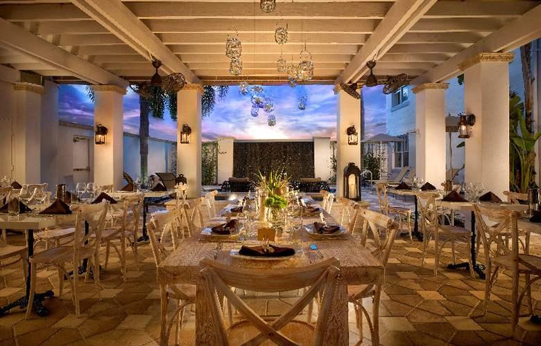 Blue Moon Hotel - Restaurant - 5