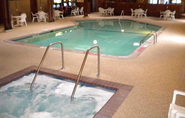 Comfort Inn - Pool - 1