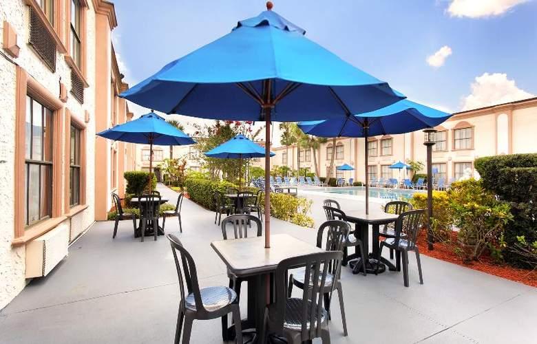 La Quinta Inn International Drive North - Pool - 33
