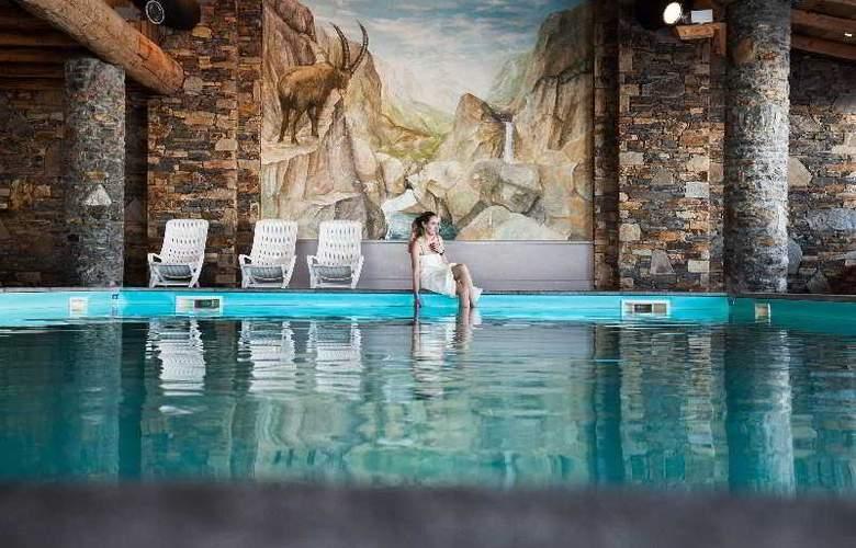 Pierre & Vacances Premium les Hauts Bois - Pool - 3