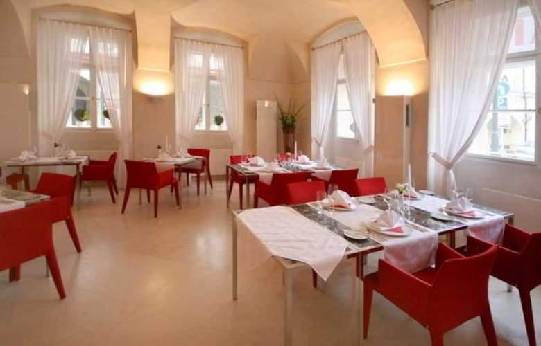 Three Storks Hotel - Restaurant - 26