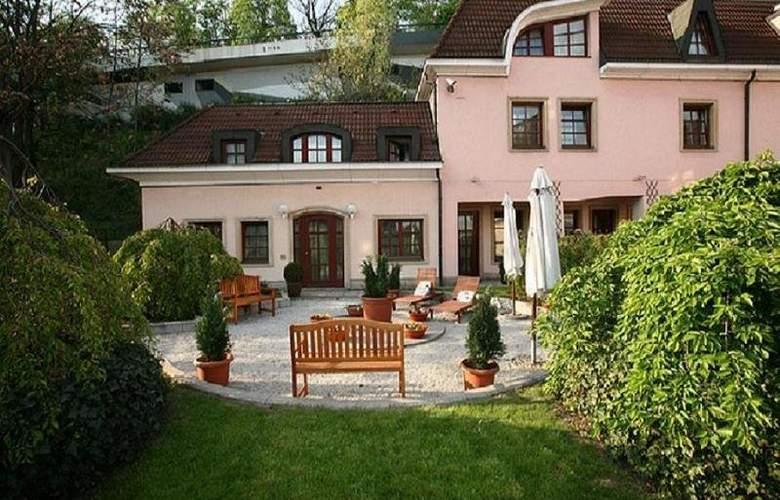 Hoffmeister - Terrace - 10
