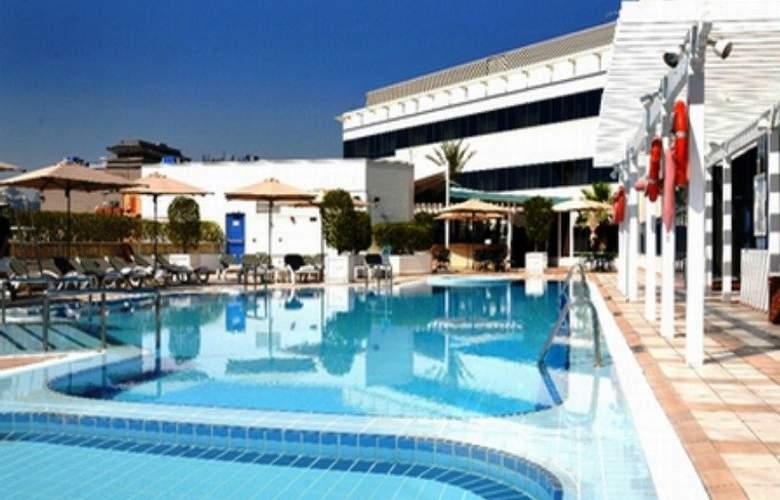 Crowne Plaza Deira - Pool - 3