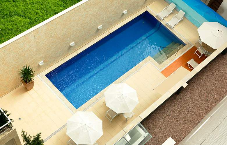 Tulip Inn Nazare - Pool - 1