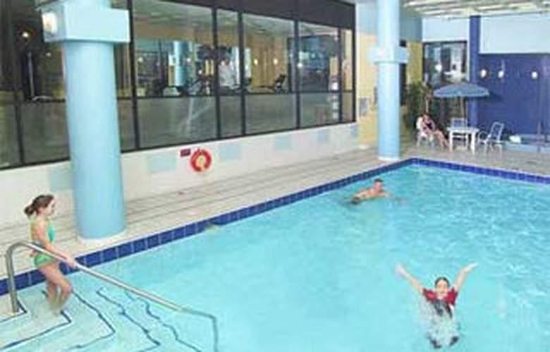 Delta Markham - Pool - 2