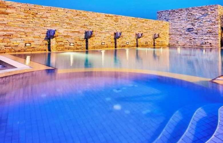 Buddy Lodge - Pool - 8
