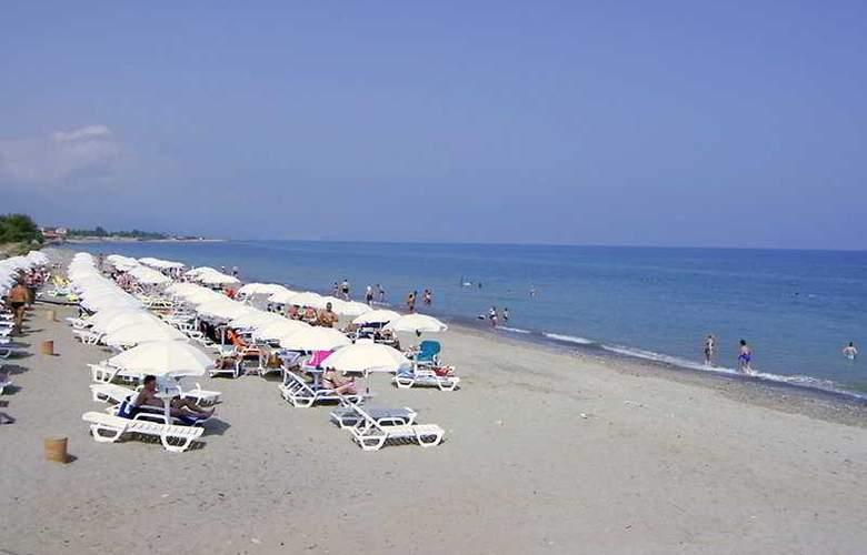 Fiesta Sicilia Resort - Beach - 0