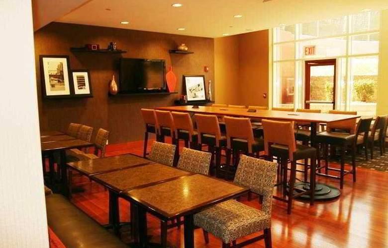 Hampton Inn New York LaGuardia Airport - Restaurant - 0