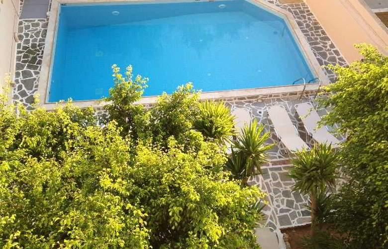 Blue Island Hotel - Pool - 5