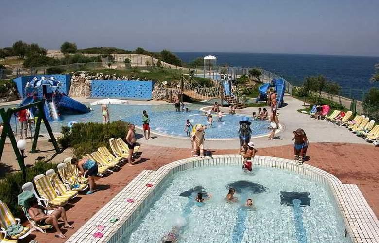 Marina Hotel - Pool - 7