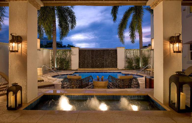 Blue Moon Hotel - Terrace - 6