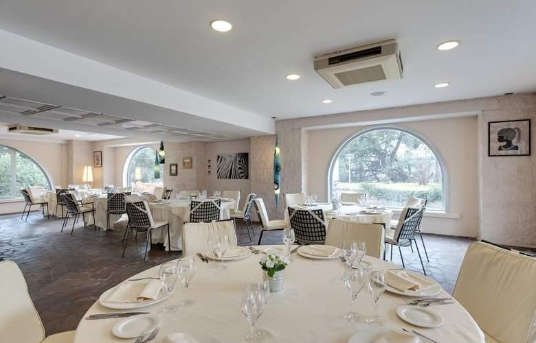 Occidental Aran Park - Restaurant - 13