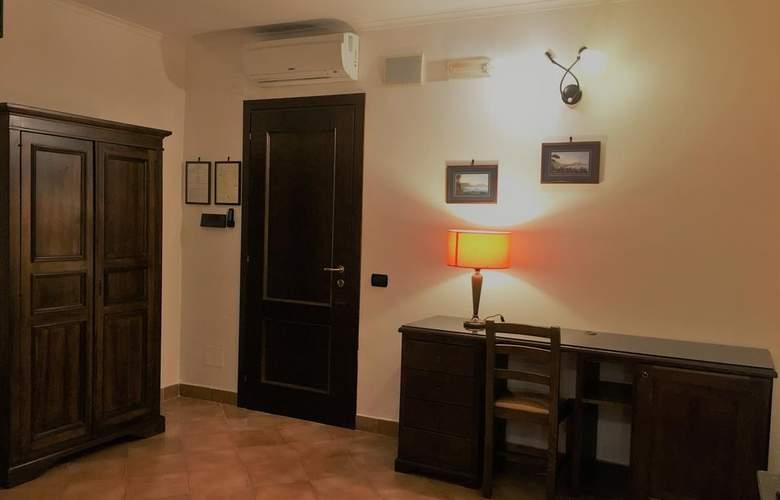 Neapolis - Room - 13
