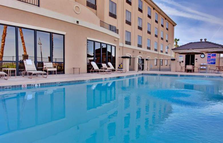 Holiday Inn Express Hotel & Suites Yuma - Pool - 14