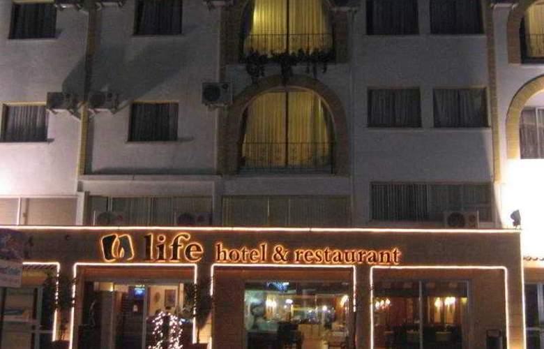 Life - Hotel - 0
