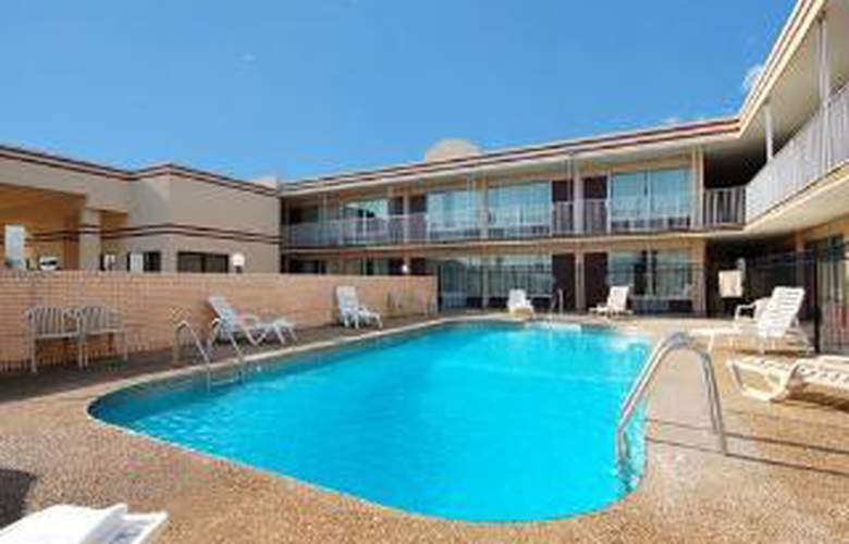 Econo Lodge - Pool - 5