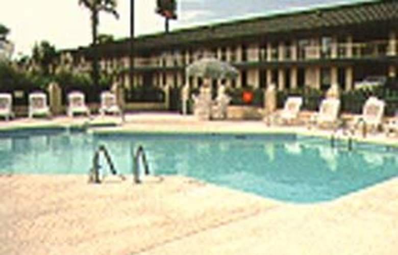 Comfort Inn (Summeville) - Pool - 2