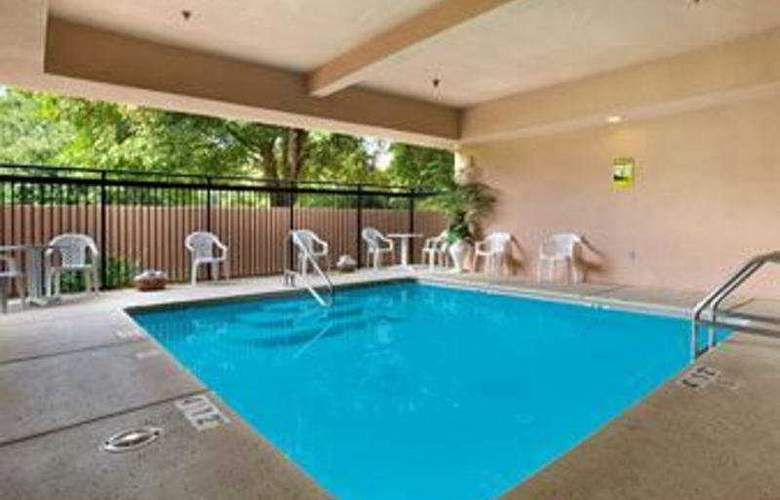 Holiday Inn Express Hotel & Suites - Pool - 3