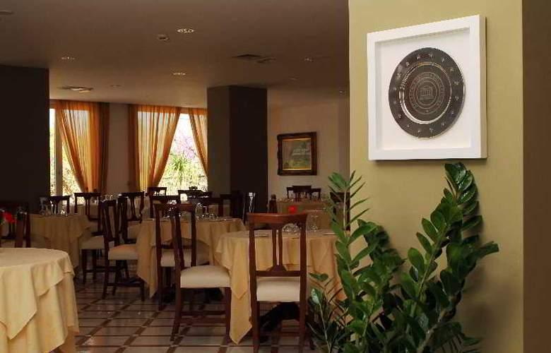 Alpha - Restaurant - 13
