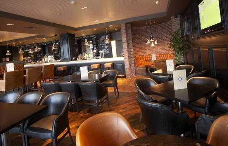 Village Prem Manchester Ashton - Hotel & Leisure C - Bar - 3