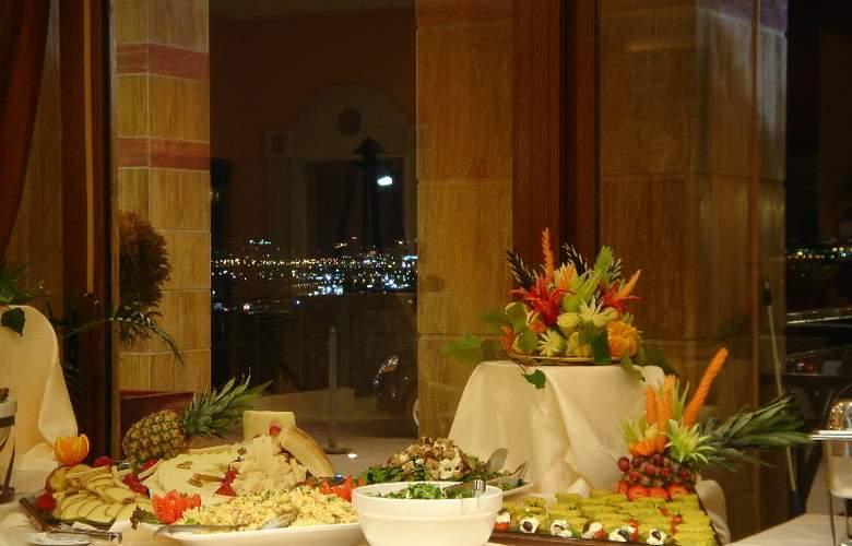Ambassador Hotel - Restaurant - 4