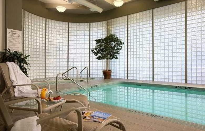 Radisson Hotel Vancouver Airport - Pool - 7
