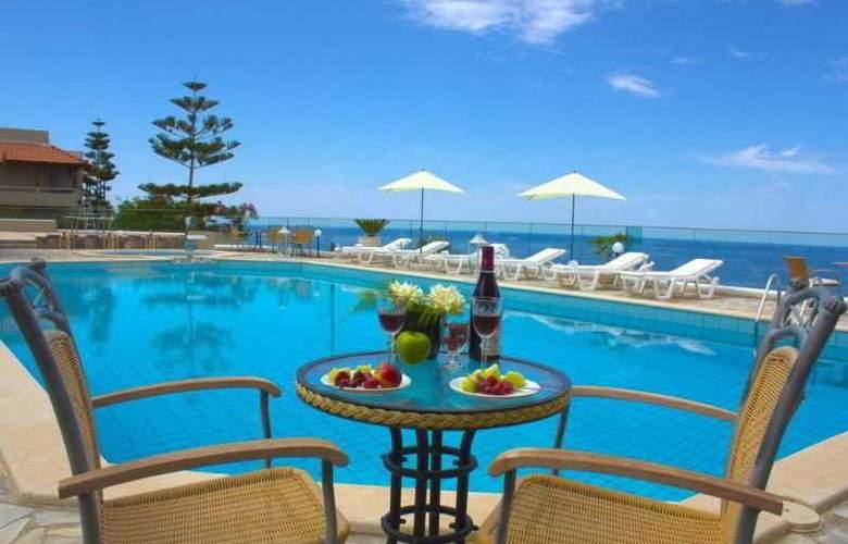 Happy Cretan Suites - Pool - 1