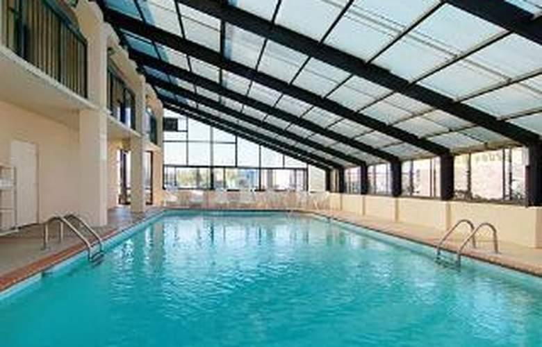 Quality Inn Goodlettsville - Pool - 5