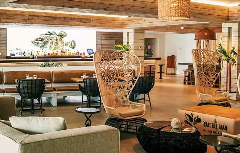 Hampton Inn & Suites Islamorada - Bar - 1