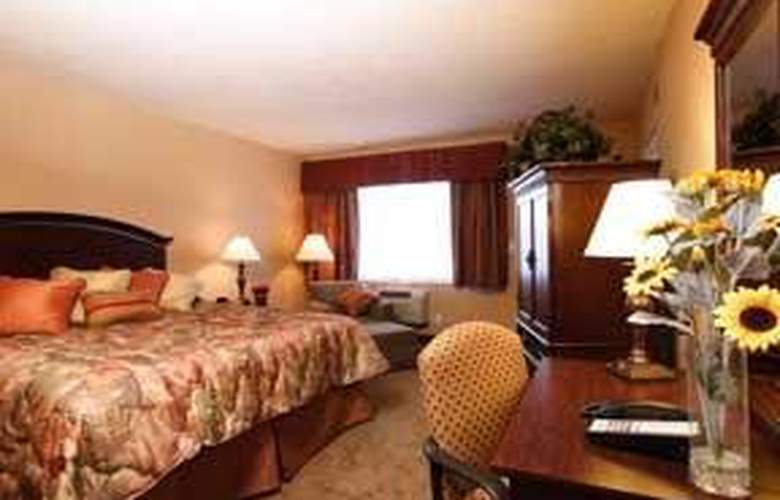 Quality Inn and Suites Airport Convention Center - Room - 4