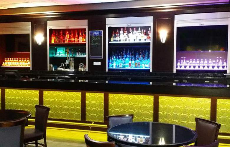 Best Western Plus Hotel & Conference Center - Bar - 74