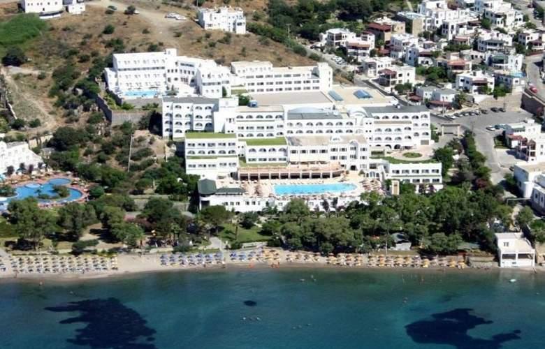 Azka Hotel - Hotel - 0