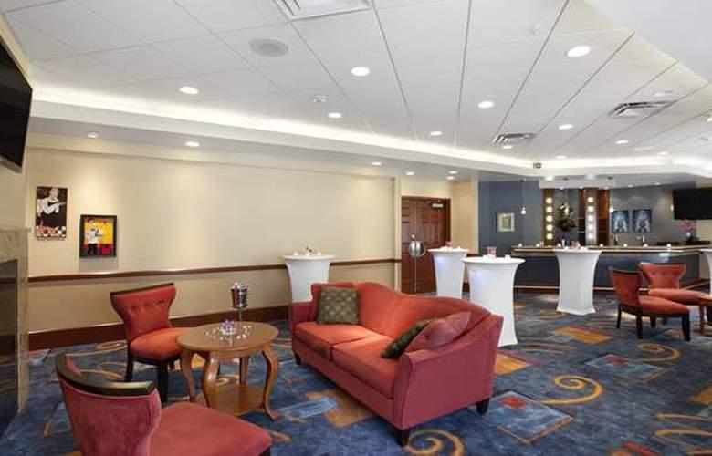 Hilton Garden Inn West Edmonton - Bar - 3