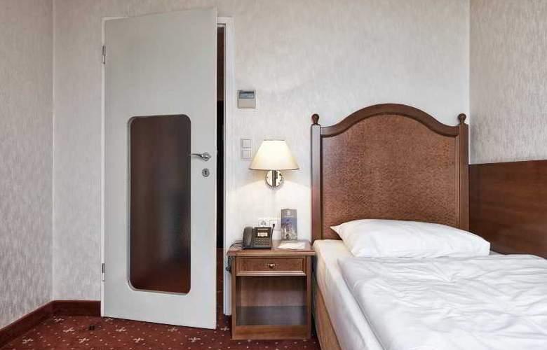 Prinz Eugen - Room - 19
