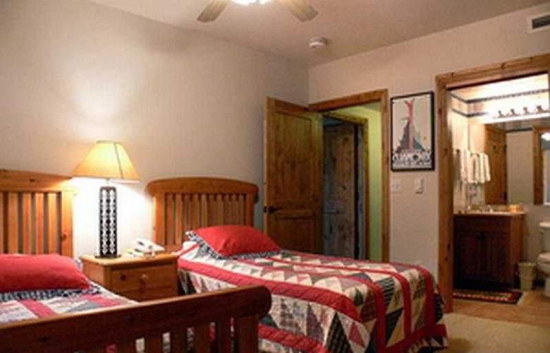 Torian Plum Condominiums - Room - 3
