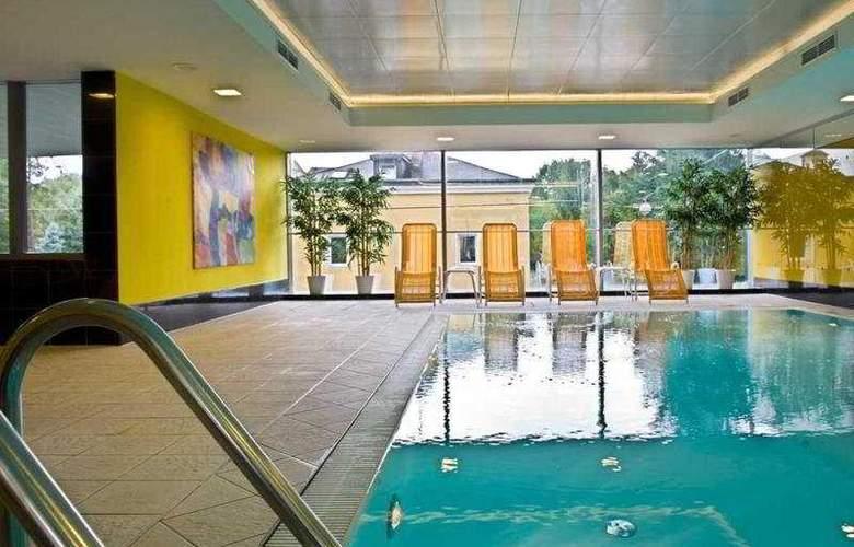 Wyndham Grand Salzburg Conference Center - Pool - 4
