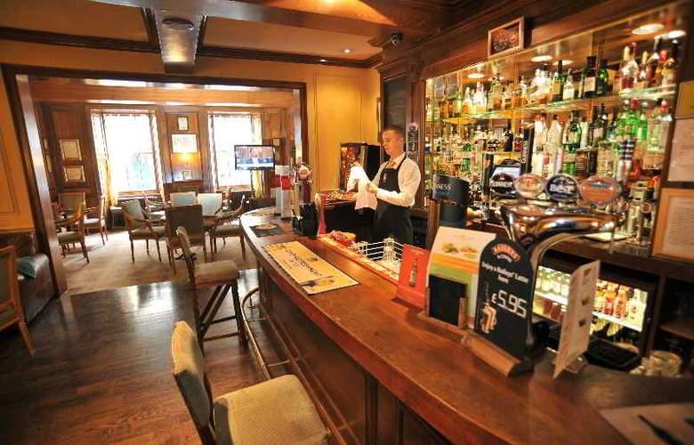 Golden Lion Hotel - Bar - 3