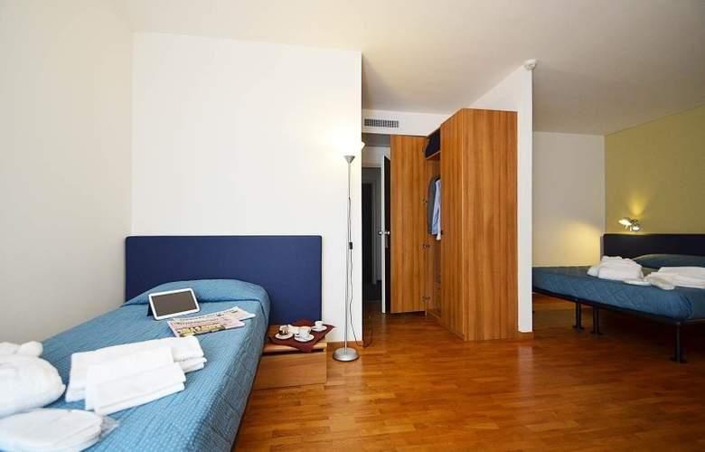 Mistral 2 - Room - 7
